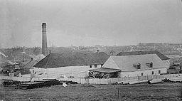 Fort Edmonton, 1910, By The Library of Congress (Bain News Service) (Flickr) [Public domain, Public domain or Public domain], via Wikimedia Commons